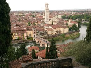 Blick auf Verona vom Campeggio Castel San Pietro